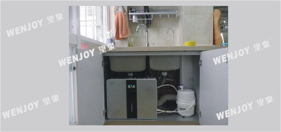 【性能参数】 产品型号: GRO75-H 规格尺寸: 490X160X380mm 适用水源: 市政自来水(GB5749) 电源: 220V/50Hz 功率: 24W 环境温度: 5~40 进水压力: 0.1~0.4MPa 制水速度: 7.8L/h(25) 过滤总量: 10-20T 出水水质: 符合《生活饮用水水质处理器卫生与安全-反渗透水质处理》(2001) 适用范围: 家庭,小型办公,服务及公共场所 安装位置: 橱柜或墙壁 LED屏炫彩显示,微电脑纯水机,超静音隔膜泵,性能稳定,噪音低安全可靠。